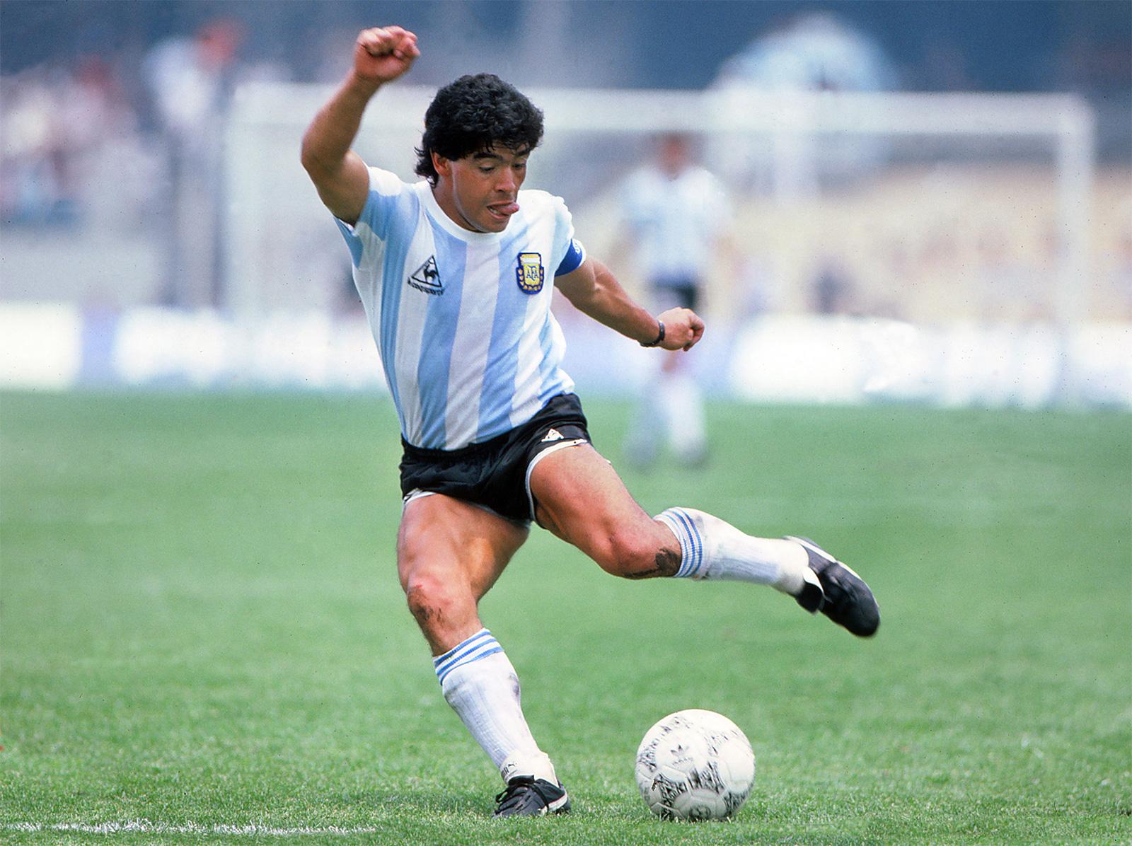 Maradona, te quiero igual: cuando Calamaro le cantó al Diego - La Tercera
