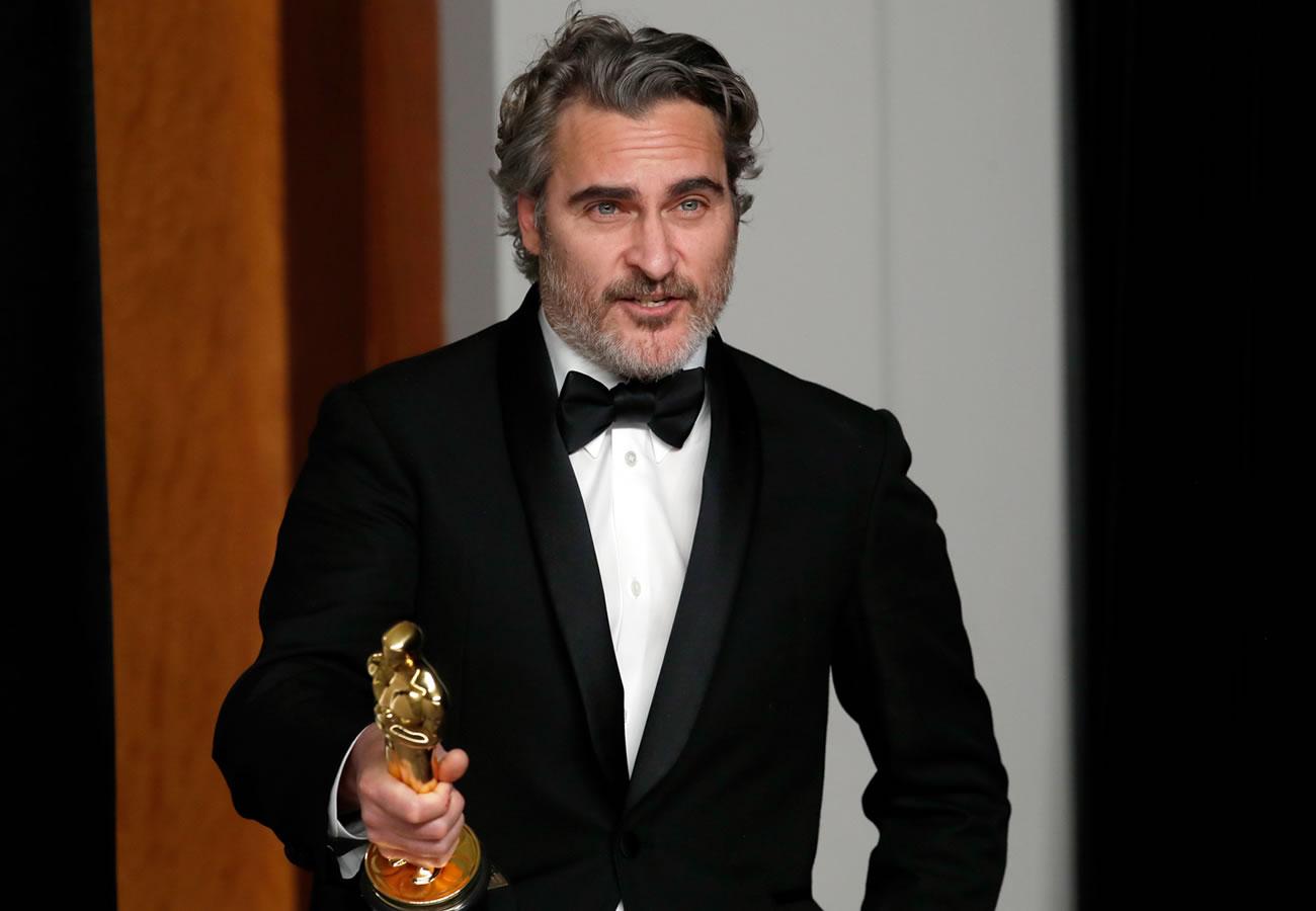Joaquin Phoenix recibe el Oscar por Joker y recuerda a su hermano ...